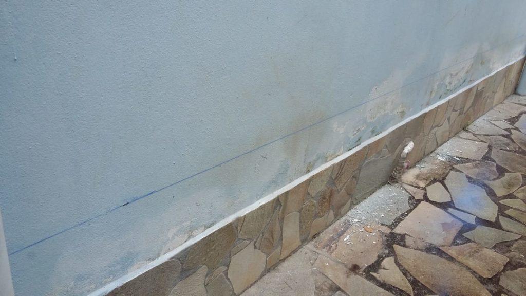 chantier-en-cours-pose-assecheur-mur-humide