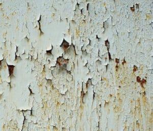 peinture qui cloque sur mur humide